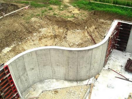 Устройство бетонной подпорной стены