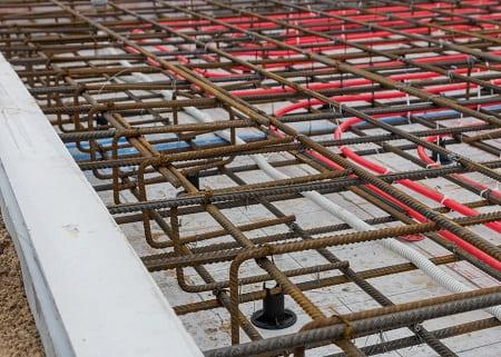 Армирование фундаментной плиты с системой обогрева.