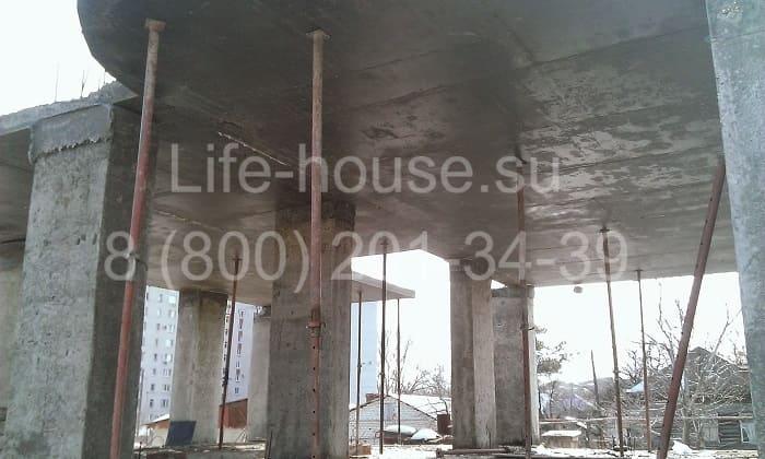 Двухэтажный коттедж с гаражом