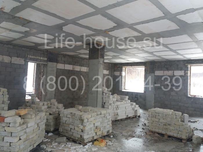 Двухэтажный коттедж под отделку