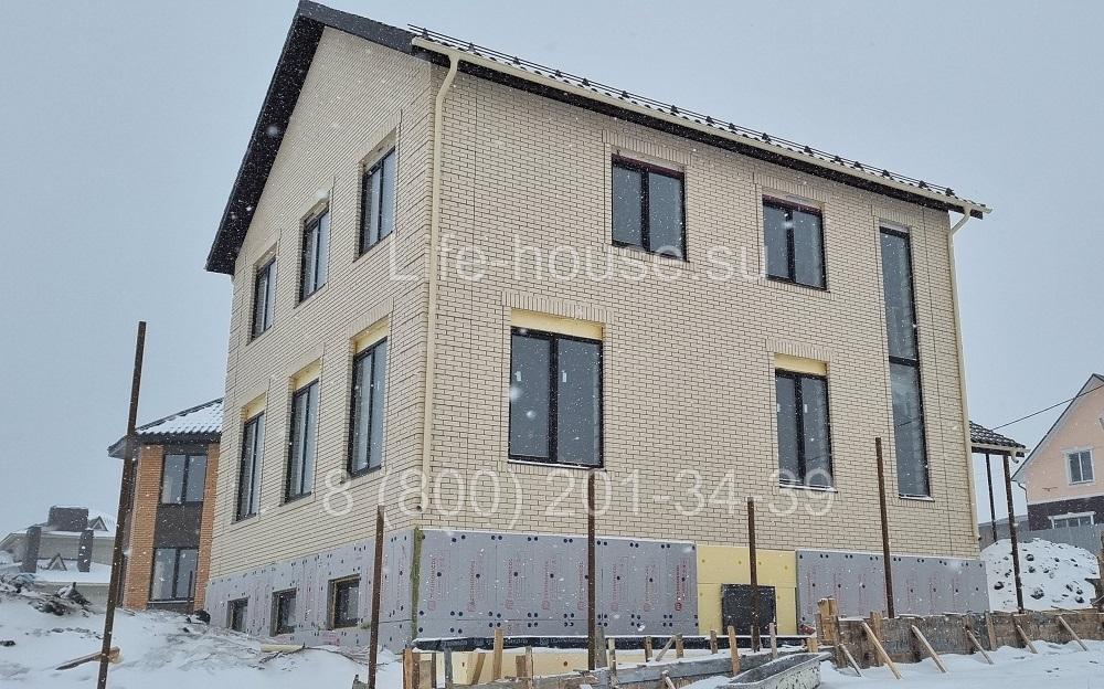 Двухэтажный коттедж с цокольным этажом